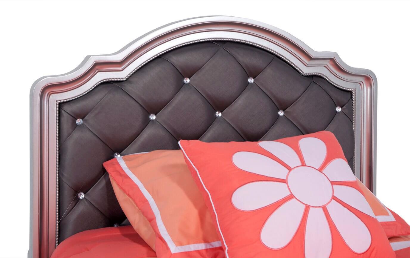 Madelyn Full Platinum Upholstered Bed